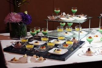 ブッフェ料理の他にフランス料理、中国料理のコースも 選択可。