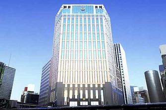 横浜駅西口のすぐ目の前にそびえ立ち、アクセス抜群の最高の 立地。