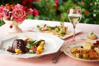 伝統的なフレンチを現代へと昇華させたお料理をご堪能ください