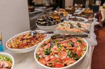 お食事は和とイタリアンの創作料理のビュッフェスタイル。