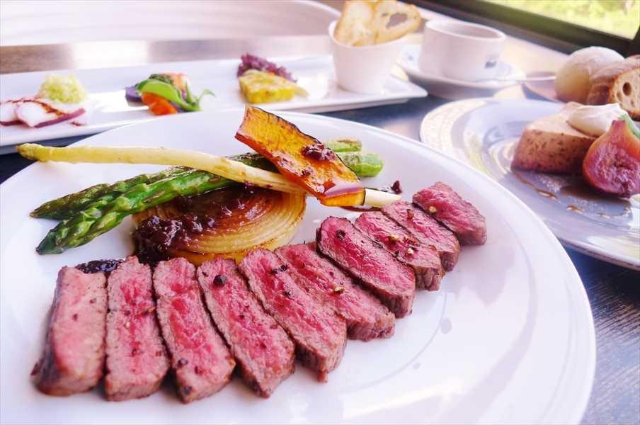神戸牛のステーキフルコース。ゲストも大満足、試食もお気軽にお申し付けください!!