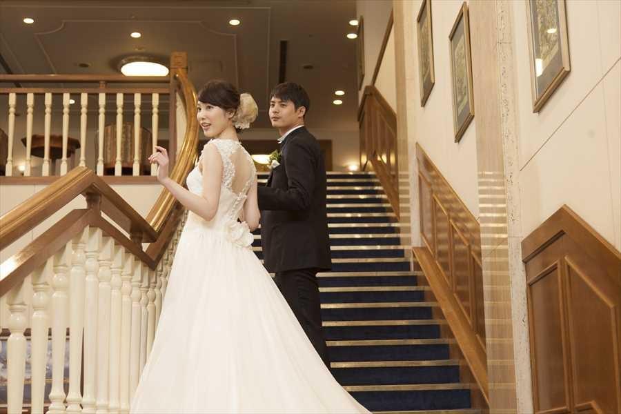 ホテルの大階段はまるで外国映画に出て来そうなワンシーンを撮影できます!