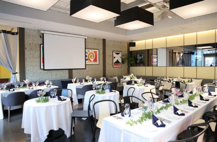 しっかりとした着席スタイルから半立食のブッフェスタイルまで様々なパーティに対応。