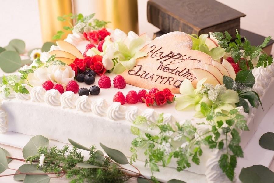 QUATTROオリジナルウエディングケーキ、オーダーケーキも可能です。応相談