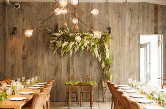 1階のレストランでは少人数で行う食事会スタイルのウェディングも可能
