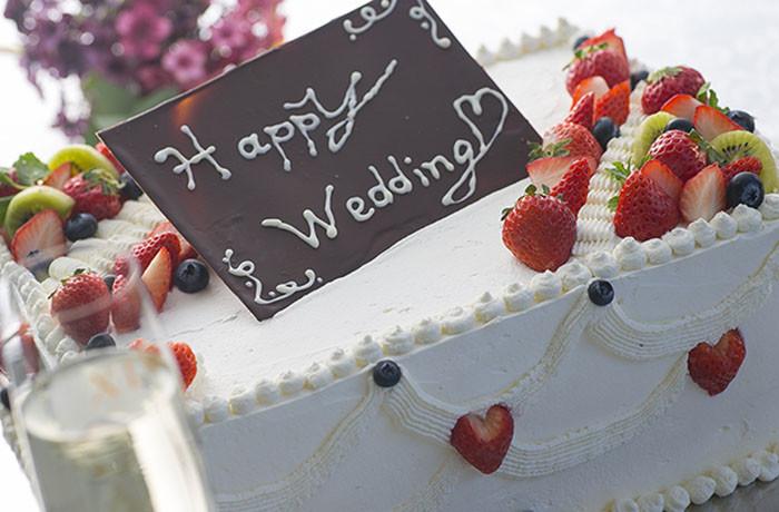 ケーキも手配・持ち込み可。お気軽にご相談ください!