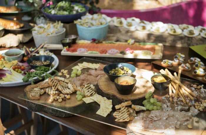 神戸で育ったローカルフードをたっぷり使った、シェフ自慢の料理の数々