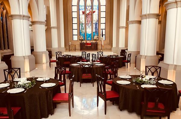 大聖堂を1棟貸切!お城で行う、挙式&パーティープラン