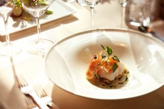 北欧デザインで統一された空間で、本場の北欧料理を味わう贅沢を体感