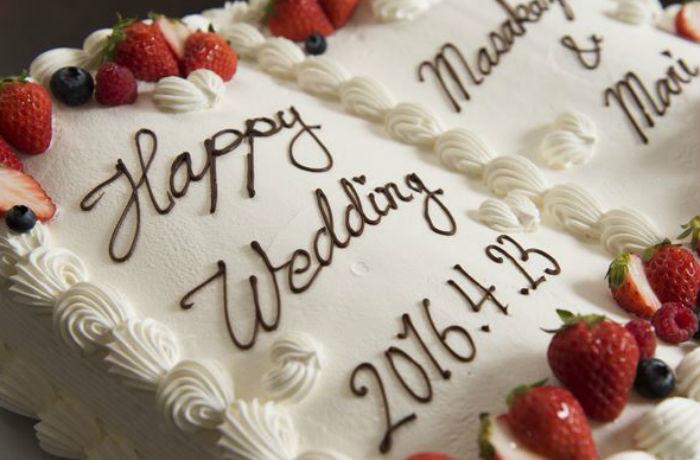 新郎新婦の誓いの言葉を手書きで書き込める、ブック型ウエディングケーキ