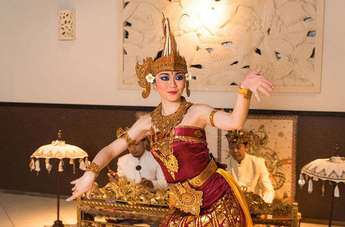 プロのバリ舞踊とガムラン奏者のショータイムをお楽しみいただけます