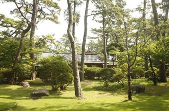 国の有形文化財に登録されている和館は大正ロマンを感じさせる建築