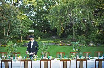 広大な天然芝のガーデンでは音響設備も整っているのでパーティーも実現可能