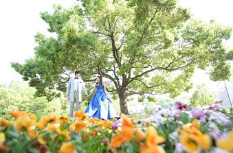ガーデンでおふたりだけのオリジナルフォトを。おススメは桜や紅葉のシーズン!/