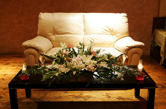 高砂は人気のソファー席で。ゲストとの距離も近くなります/
