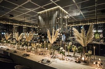 天井高8mの圧倒的空間は、パーティーの非日常感をより高めてくれます
