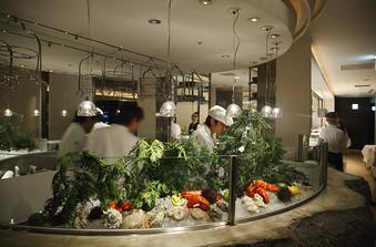 香りや音など五感でも料理を楽しめるオープンキッチン