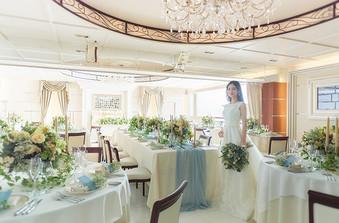 パーティ会場は白を基調としたアンティーク調で上品な空間