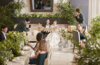 メイン席をソファーにすればフォトブースとなり、ゲストに集まってもらえます!