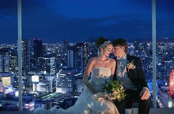 地上150m、大阪市街を一望できる会場ではナイトウエディングも人気
