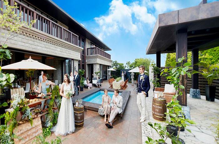プール付きの豪華な邸宅を貸切に。ゲストにとっても特別な一日に
