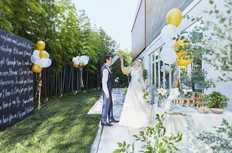 プライベートガーデンは緑豊かな空間。青空の下ゲストと楽しい時間を過ごして/