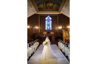 厳粛な雰囲気のクラシカルな大聖堂「セント・ラーレ・チャーチ」