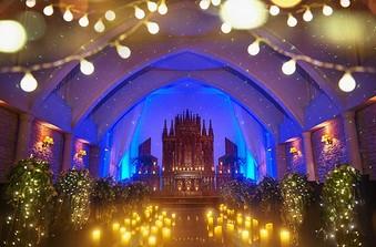 チャペルでの光の演出に一目惚れする花嫁が続出