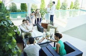 ソファースペースはゲストとおふたりが気軽に会話やフォトタイムを楽しめる空間