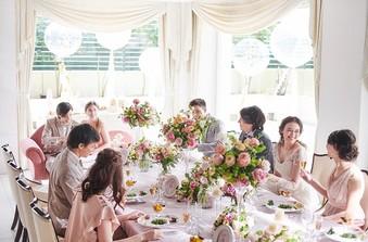 ゲストとゆったり過ごす、アットホームなパーティを満喫。思い出話に花を咲かそう