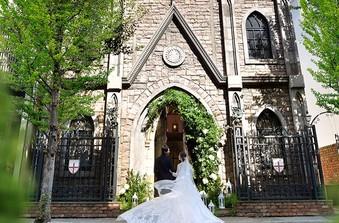 【セントジョージ教会】イギリスの歴史ある教会を移築した特別なチャペル