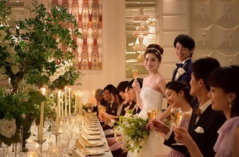【モダンスイート】装飾装花、ドレス次第で上品な大人の雰囲気も叶う