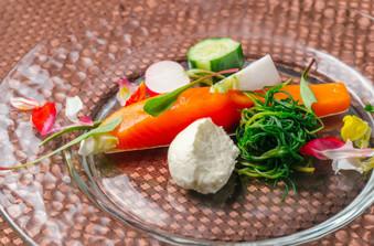 テーブルを色鮮やかに彩るのは自慢のお料理の数々