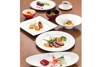 和・洋セレクト可能!季節に合わせた素材をシェフが吟味、出来立ての料理を提供します