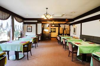 ゆったりとくつろげる落ち着いた空間で、お食事をお楽しみいただけます