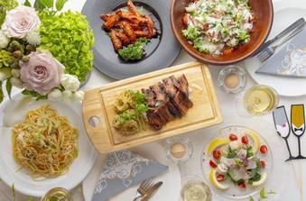 料理長こだわりの、新鮮な食材を使用したコース料理が評判