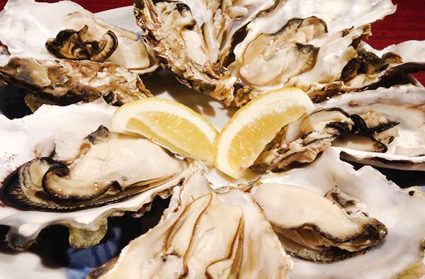 大人数ゲストも大満足!「牡蛎のカンカン焼き」など全10品を楽しめる贅沢プラン