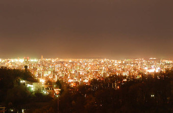 天気がいい日の夜景は別格!円山の高台から札幌の夜景を望める最高の立地