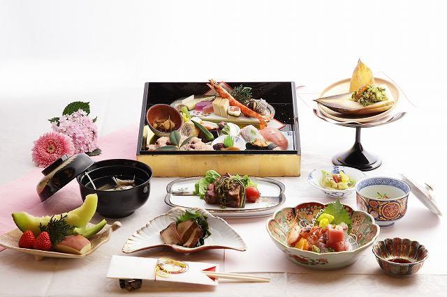 お料理は本格料亭の京懐石をコースで