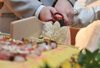 ちらし寿司をケーキに見立てご入刀も博多廊人気の演出