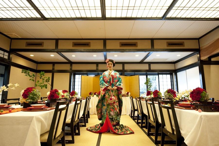 蘇芳-親密な距離感で会話と食事を愉しむ 和の趣漂う洗練された空間