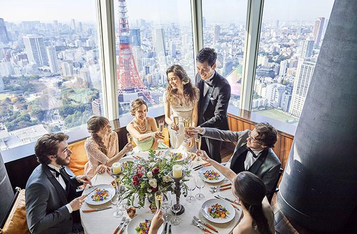 各ゲストテーブルにおふたりの席を用意して、一皿づつ一緒に食事をすることも可能
