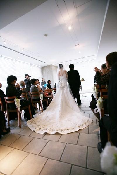 パーティー横の「テラッツァ」は、人前挙式やウェイティングに利用可能
