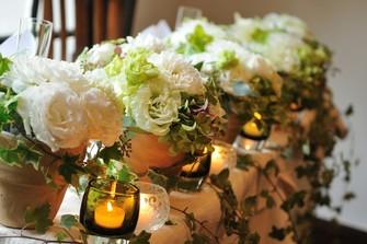 会場のお花やペーパーアイテムで、自分達スタイル雰囲気にアレンジも可能!