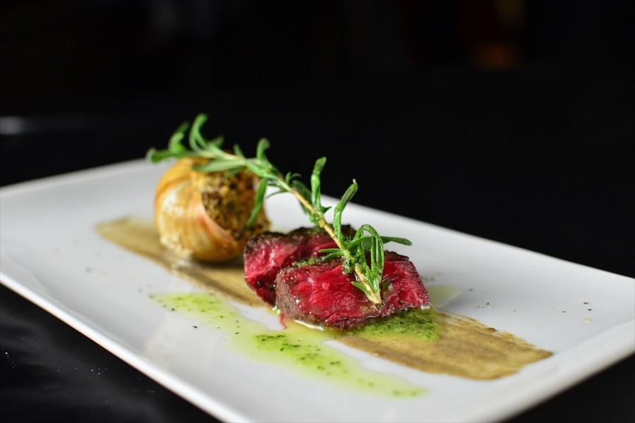 おいしさだけでなく、季節感や色合いもしっかりと、目でもお料理をお楽しみください。