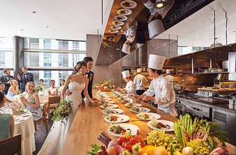 オープンキッチンが魅力 出来立てを提供できる
