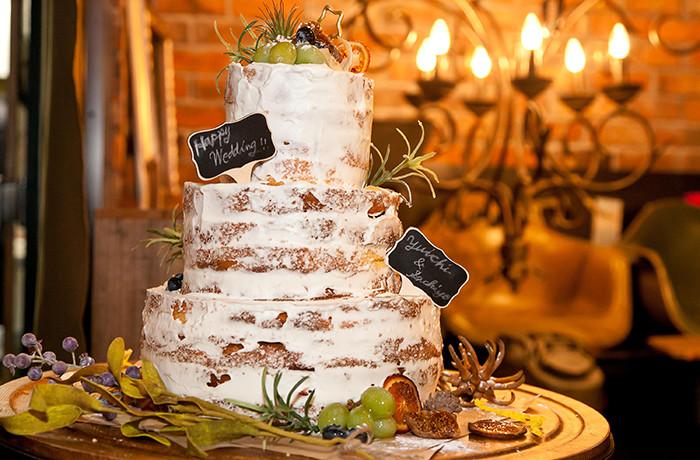 ウエディングケーキ「ネイキッドケーキ」はオリジナルのデザインも可能。