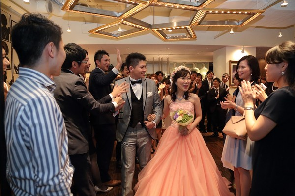 【リムジンで華やかに入場】家族婚後のお披露目パーティー