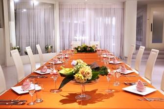 家族婚会場・20名様まで着席可能