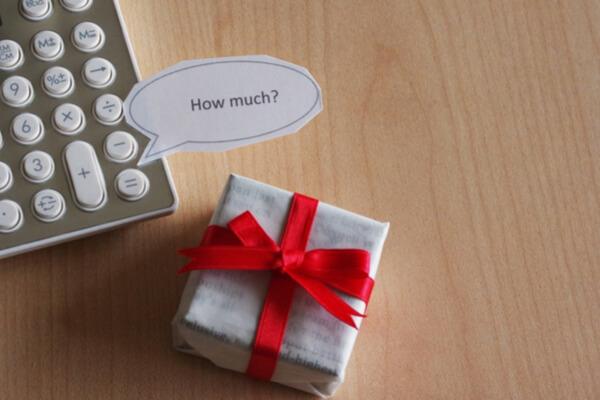 会費制結婚式のギフトの金額目安